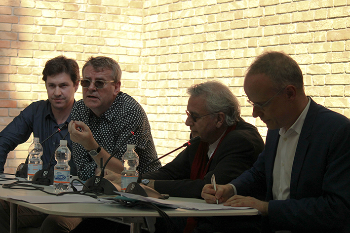 Enrique Walker, Mark Wigley, Bernard Tschumi, Hans Ulrich Obrist discuss about the dot line in Price's drawings